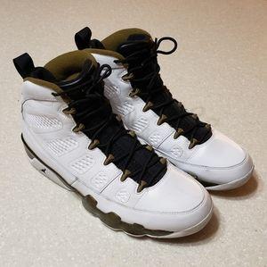 Air Jordan 9 Retro (size 11.5)